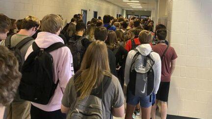 georgia school crowded hallways
