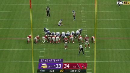 Vikings kicker lines up for game-deciding field goal